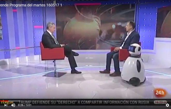 Juanma Romero  con dumy robot