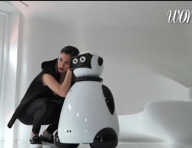 blanca-suarez-y-dumy-robot-moda