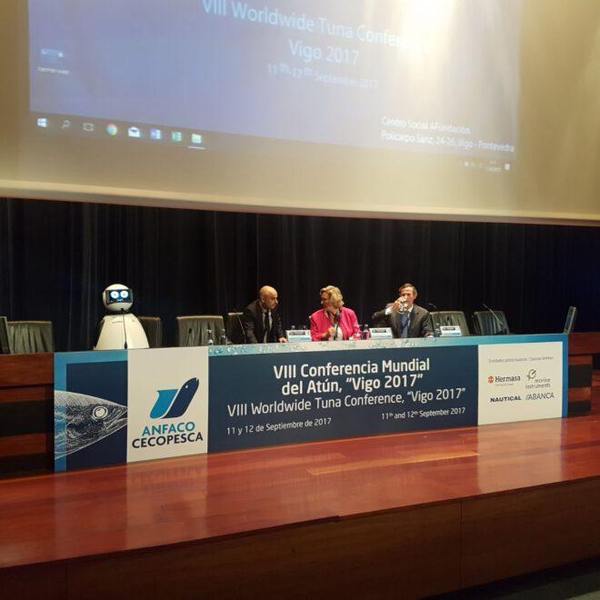 conferencia de sostenibilidad en conferencia mundial del atun en vigo con dumy robot en anfaco