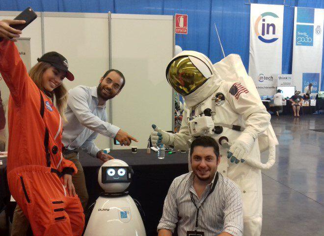dumy robot astronauta y javier lamas3