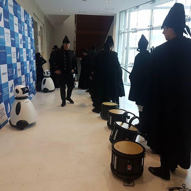 gaiteros y dumy robot