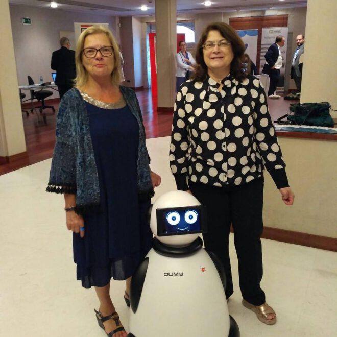 posando con dumy robot en anfaco conferencia mundial atun vigo
