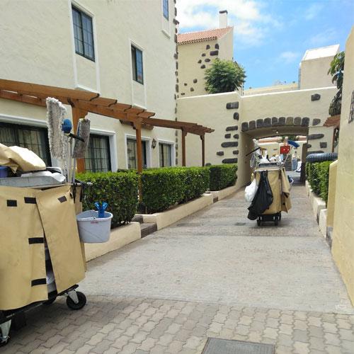 carro-de-limpieza-para-hoteles-carro-automatico-gf-hoteles